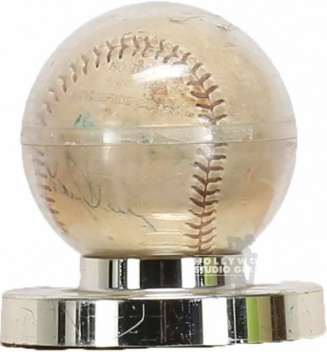 "4"" GOLD BASEBALL IN PLEXI CASE"